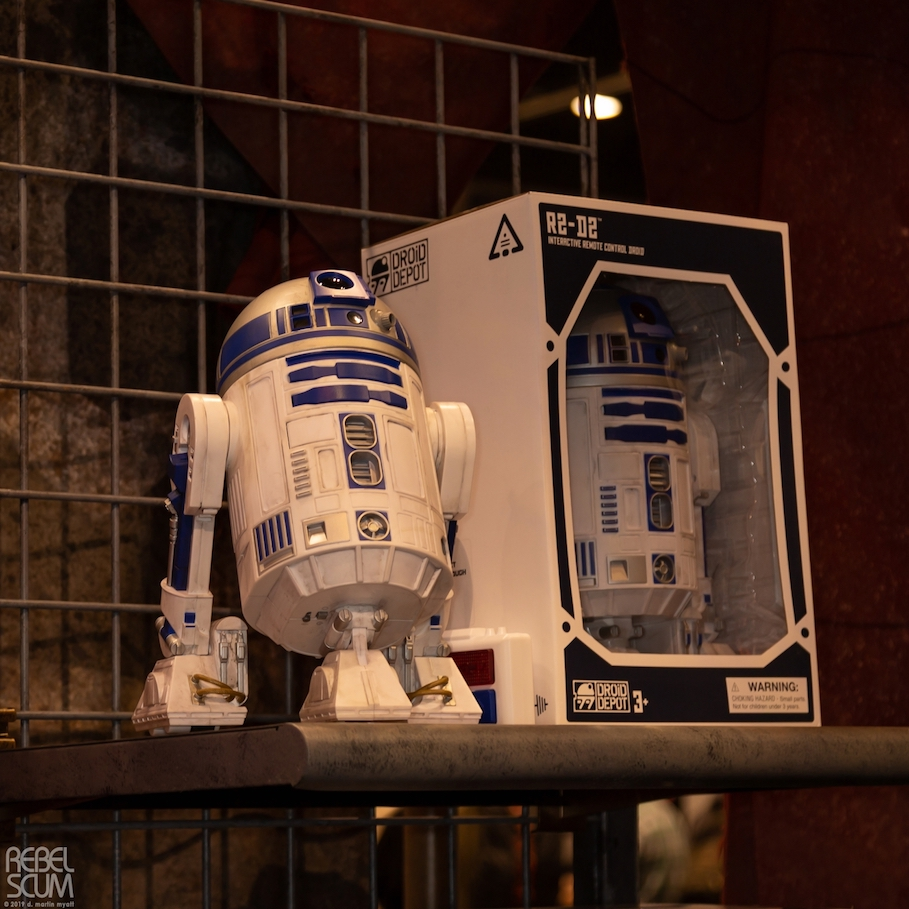 Galaxys-Edge-Star-Wars-Celebration-Chicago-Droid Figures-06