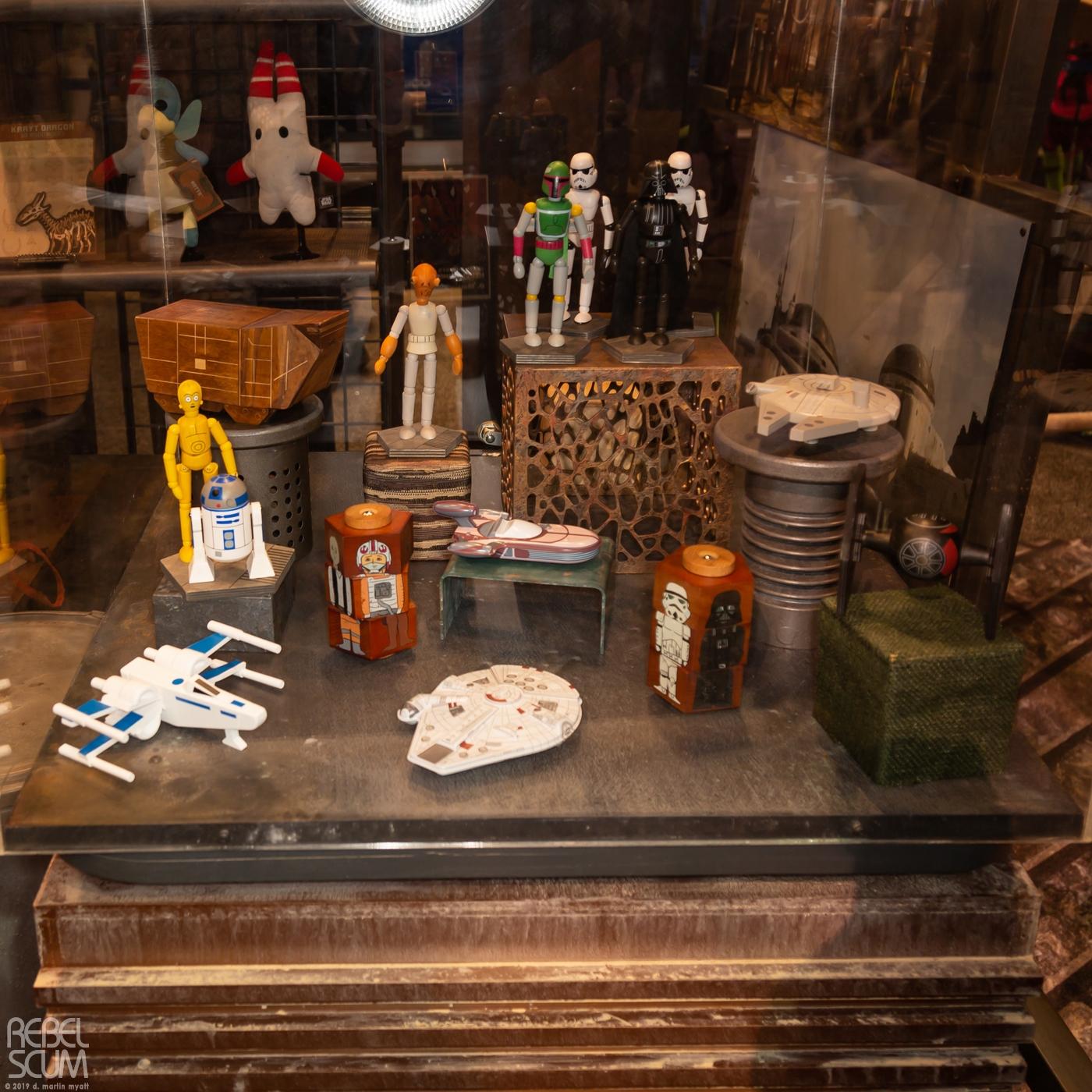 Galaxys-Edge-Star-Wars-Celebration-Chicago-Wood-Figures-04