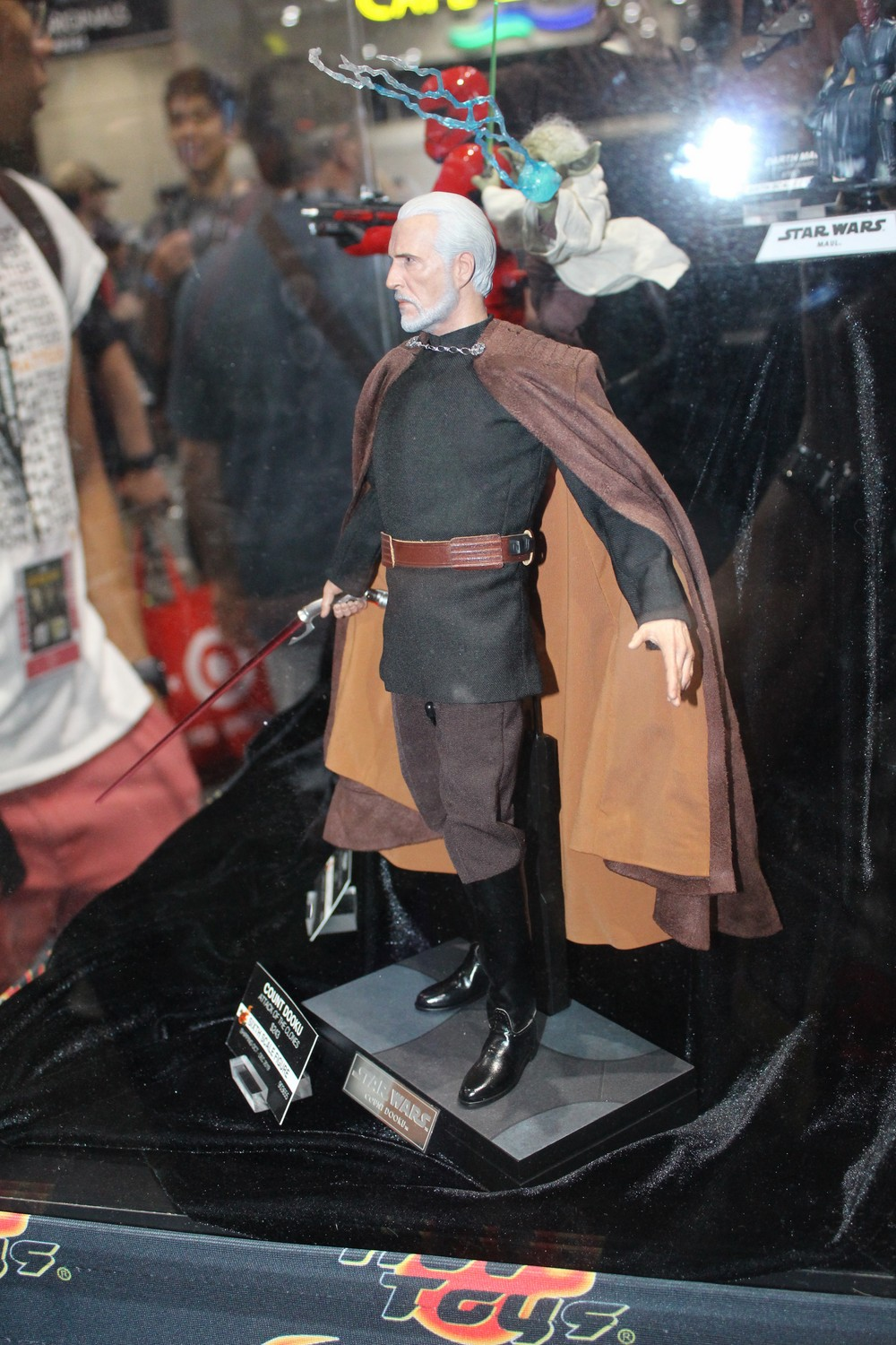 hot-toys-1:6th-Scale-Figure-3