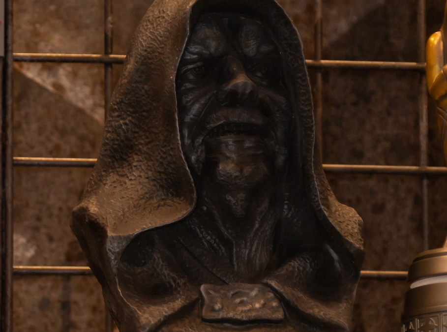 New Galaxy's Edge Emperor Palpatine (Darth Sidious) Antique Bust available!