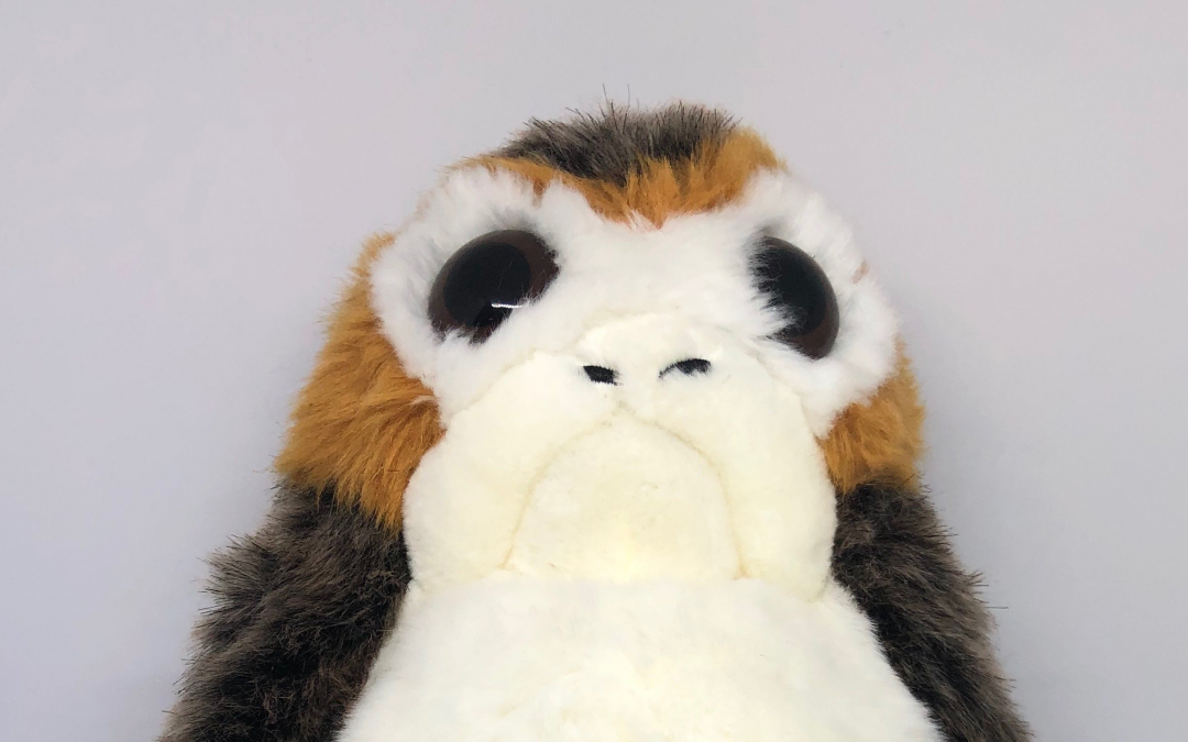 New Galaxy's Edge (Last Jedi) Porg Puppet Plush Toy available!