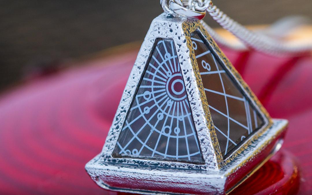 New Rise of Skywalker Wayfinder Necklace available for pre-order!