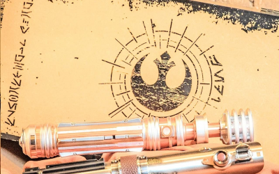 New Galaxy's Edge Leia Organa & Reforged Skywalker Legacy Lightsaber Hilts Set available!